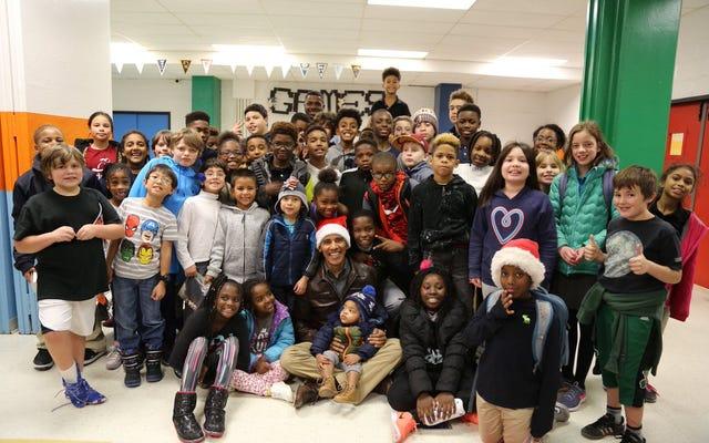 Đây chỉ là một bức ảnh đẹp của Barack Obama và một số trẻ em