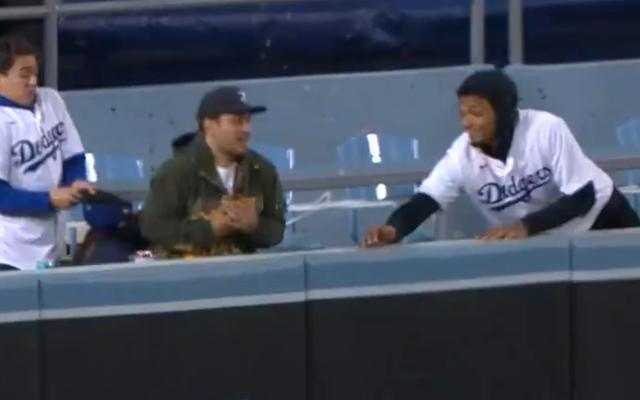 HR Justin Turner mengirim pulang pemakan nacho dengan bola, kaus baru, dan mungkin mulas