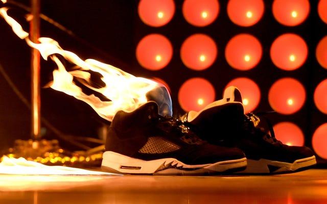 Les flics disent que la caméra de la chaussure qui explose a contrecarré le preneur de photo sous la jupe