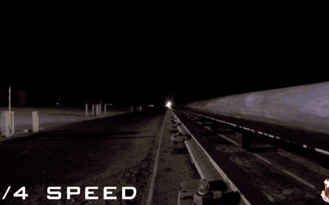 人間の目は世界最速の車両の動きを感知することができません:10,000 km / h