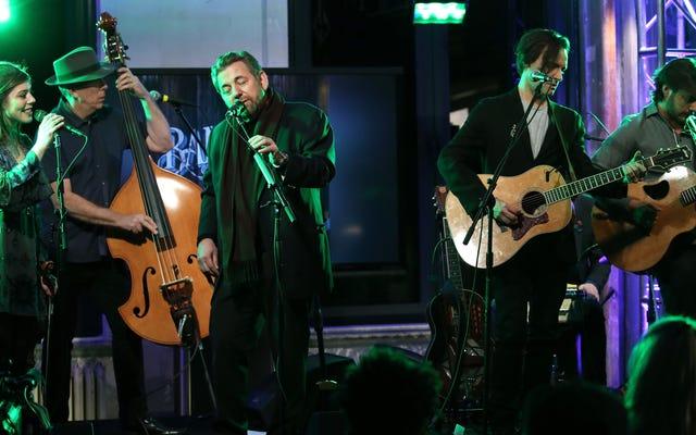 อย่างน้อยสามลูกค้าที่จ่ายเงินได้ถูกไล่ออกจากคอนเสิร์ตล่าสุดของ James Dolan