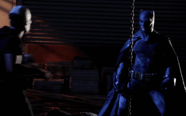 このクリップはバットマンV.スーパーマンXXXをまともなファンフィルムのように見せます