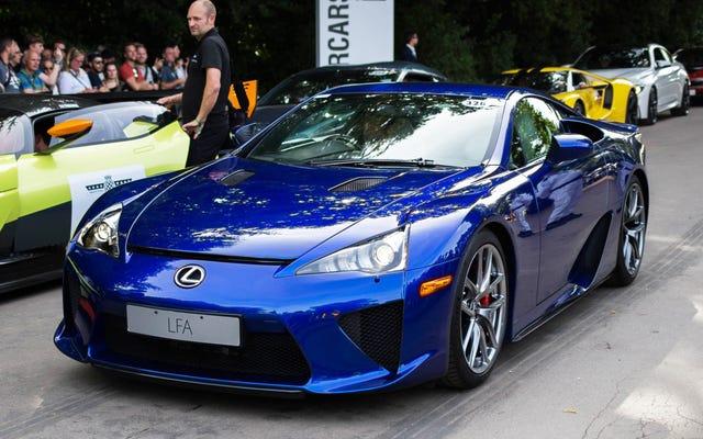 ARRÊTEZ TOUT: Il y a 12 LFA Lexus jamais vendus aux États-Unis