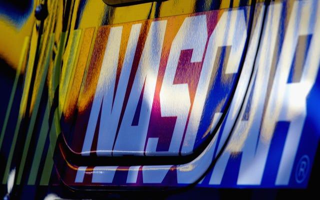 NASCARチームは、今週、白い脆弱性に時間があったため、「BlueLivesMatter」をテーマにした車を発表しました