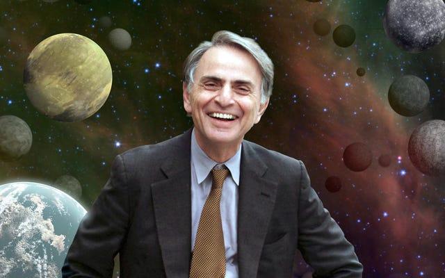 カール・セーガンが単純な棒を使って地球が球形であることを地球人に平らにしたことを証明した日