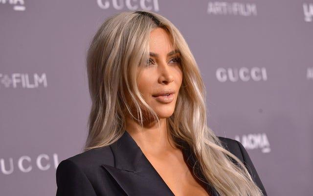 Juste au moment où vous pensez que les Kardashians perdent de leur importance, le parfum de Kim rapporte 10 millions de dollars en un jour