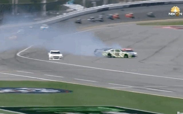 इस दो दिवसीय लंबे NASCAR रेस में मौसम के लिए पहली सावधानी नहीं है