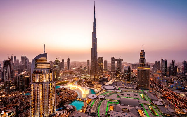 アラブ首長国連邦からリモートで働くための1年間のビザを取得する方法
