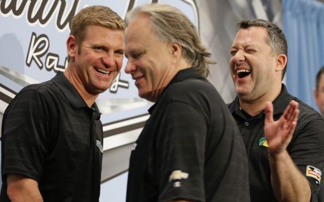 NASCARファンはスチュワートハースレーシングのシボレーからフォードへの切り替えをめちゃくちゃにしています