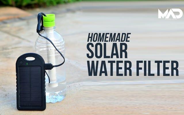 दो पानी की बोतलों में से एक सौर ऊर्जा संचालित जीवन रक्षा जल फ़िल्टर बनाएं