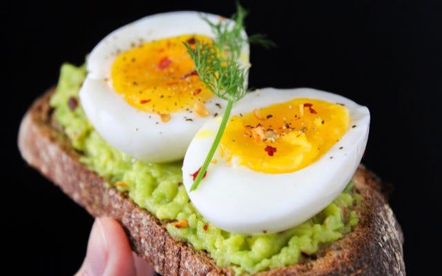 物理法則を念頭に置いて卵を完全に沸騰させる方法
