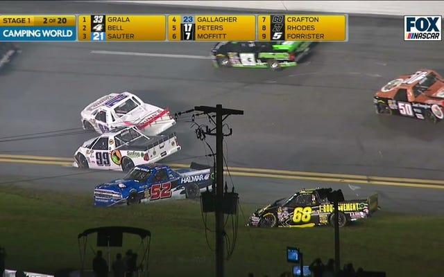 NASCARトラックは巨大な大破の前にそれを正確に1ラップにします