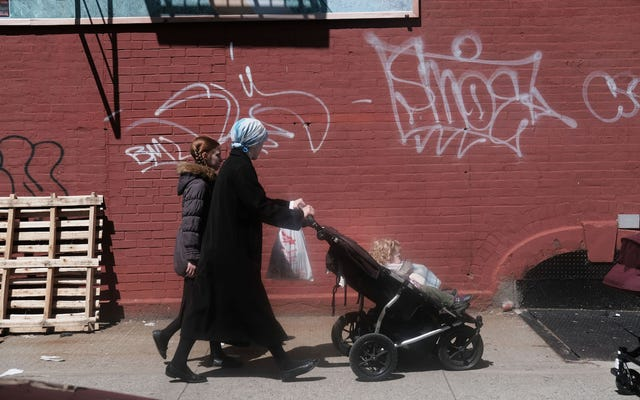 Sekelompok Orang Tua Tanpa Nama Menuntut Departemen Kesehatan NYC Atas Perintah Vaksinasi Darurat