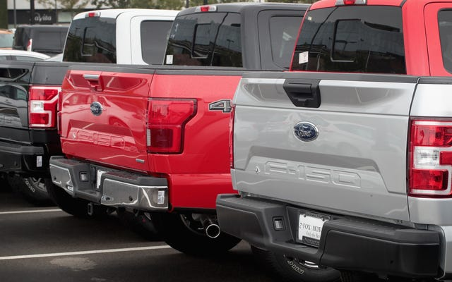 フォードのサプライズ利益はいくつかの大きな心配を覆い隠す