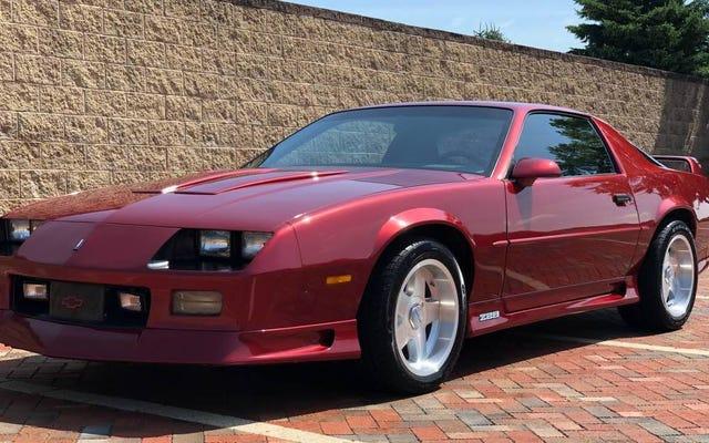 ที่ 20,000 เหรียญนี่คือไมล์สะสมที่ต่ำอย่างน่าทึ่ง 1991 Chevy Camaro Z28 ข้อตกลง Bitchin 'หรือไม่?