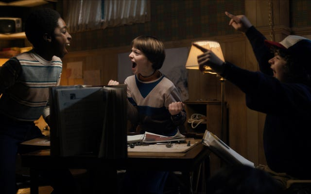 Guarda Stranger Things 'Stars Nerd Out Over Dungeons & Dragons per 2 ore