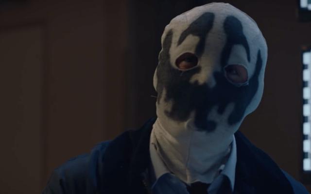 Dave Gibbons Memahami Mengapa Penjaga HBO Mengubah Rorschach Menjadi Simbol Supremasi Kulit Putih
