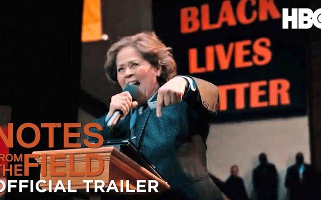 フィールドからのメモ:アメリカ最大の人種ドラマのいくつかを通して、アンナ・ディーバー・スミスはメモを取っています