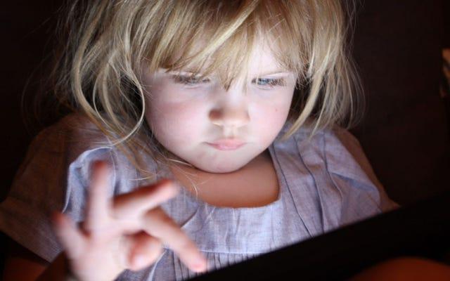 Anak-anak yang Menggunakan Perangkat Layar Sentuh Tidur Lebih Sedikit di Malam Hari