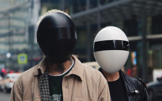 誰か、このサイバーパンクエッグマスクを私に説明してください