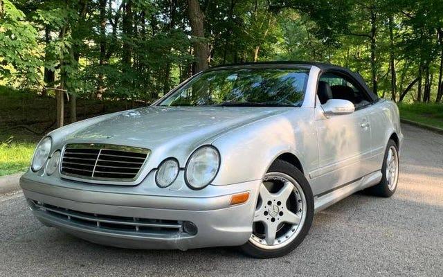 """ด้วยราคา 5,700 เหรียญสหรัฐ Mercedes CLK 55 AMG """"Grampa's Car"""" ปี 2002 นี้จะเป็นข้อเสนอที่ค่อนข้างดีหรือไม่?"""