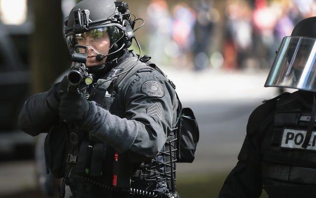 ポートランド警察の警官軍曹:「黒人に出くわした場合は、彼らを撃ってください」