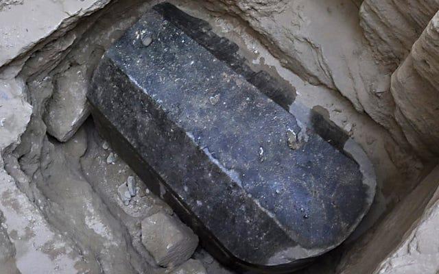 El sarcófago negro ha sido abierto, haz las paces con tu dios antes de que llegue el fin de los tiempos