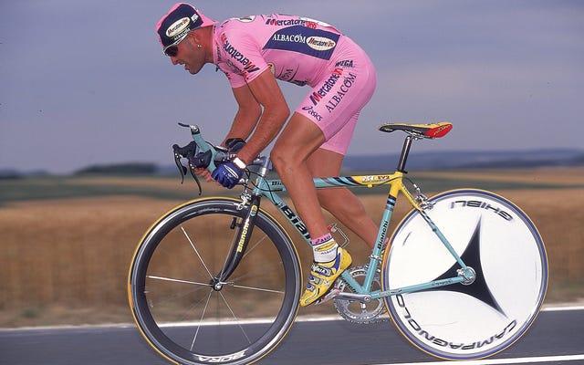 イタリアで最も愛されているサイクリストは激しく走り、若くして亡くなり、薬物検査でキャリアを失った可能性があります
