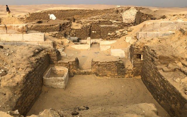 """Kejutan saat membuka makam di Mesir: itu milik """"penjaga rahasia"""" firaun"""
