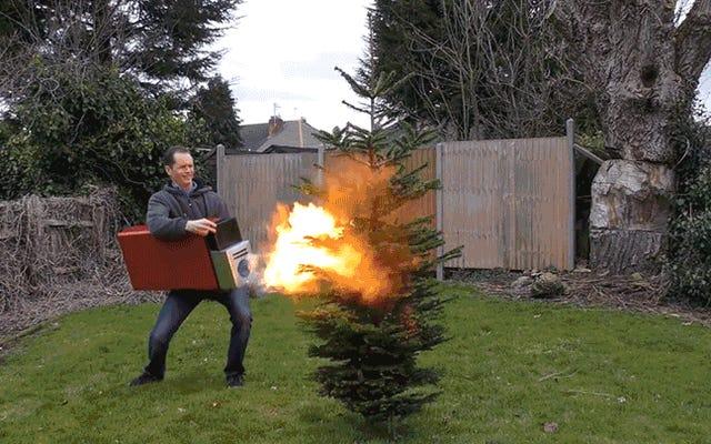 とてつもなく超大型のライターは、火遊びをさらに楽しく、さらに危険なものにします