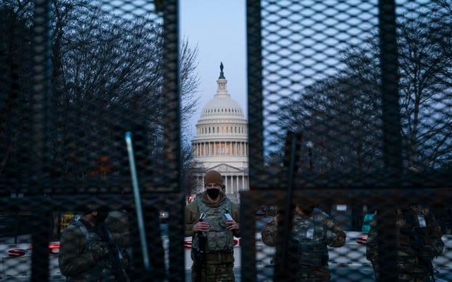 国会議事堂警察はついにその恐ろしい柵を取り壊し始めるでしょう