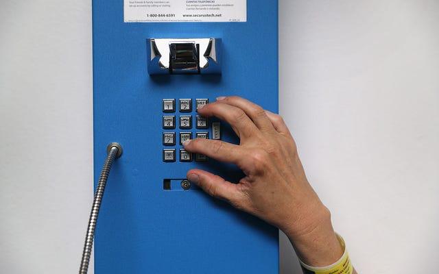 州全体の改革の一環として、ニューヨークは週に1回の単独電話で受刑者に優雅に許可します