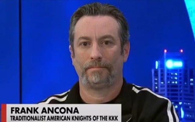 KKKウィザードは猫の小便の臭いが死んでいるのを発見しました。彼を殺したと非難された妻