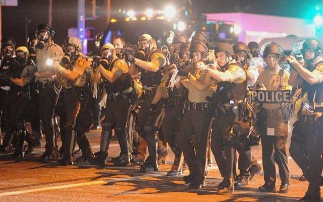 Misma violencia, uniforme diferente: sobre Kaepernick arrodillarse para apoyar al ejército estadounidense