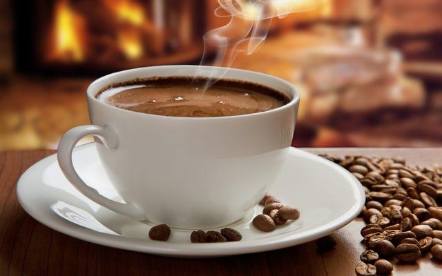 コーヒー、お茶、マテ茶は発がん性がありません。がんを引き起こす可能性があるのはそれらの温度です
