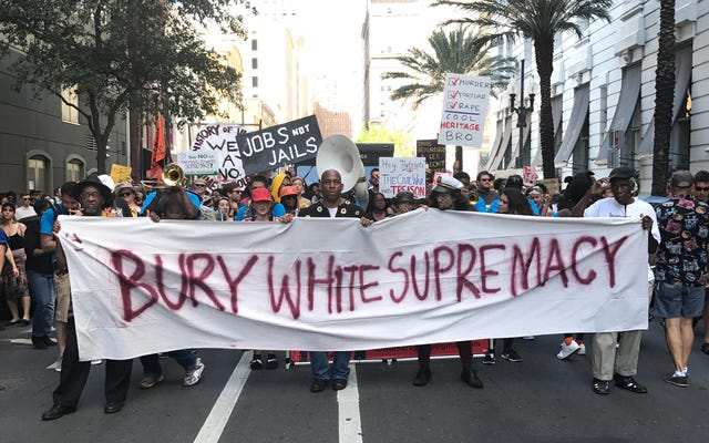 A guerra civil pode ser resolvida, mas a luta para remover os símbolos confederados continua