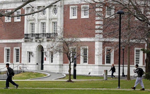 Informe revela abuso sexual generalizado en escuelas privadas de Nueva Inglaterra