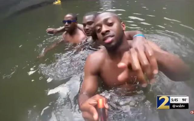 Youtuberは、溺れる前の男の最後の瞬間を示すSDカードを見つけました