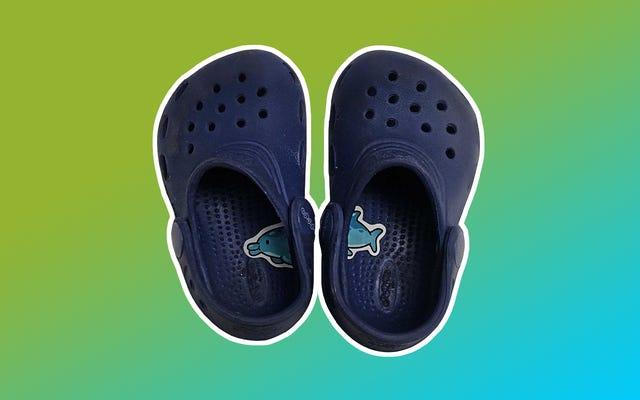 「ステッカートリック」で子供たちが正しい足に靴を履くのを手伝ってください