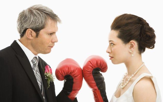 ใครโบกมือในงานแต่งงานของคุณ?