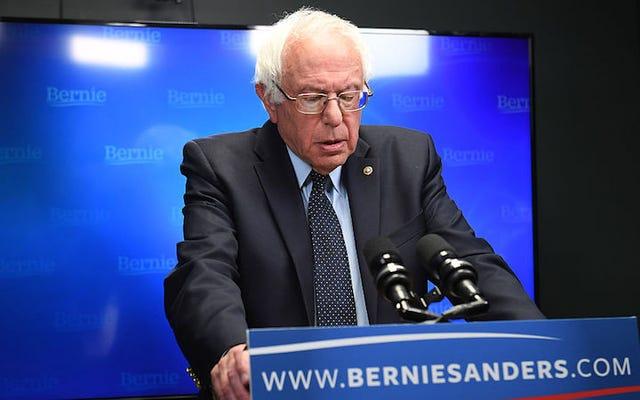 バーニー・サンダースは(再び)彼がヒラリー・クリントンを支持することを認めます