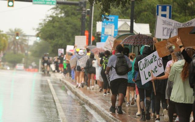 Comment protéger votre panneau de protestation sous la pluie
