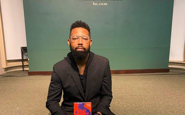 VSB의 데이먼 영은 당신을 죽이지 않는 것은 당신을 더 검게 만든다로 반스 앤 노블의 위대한 신인 작가상을 수상했습니다.