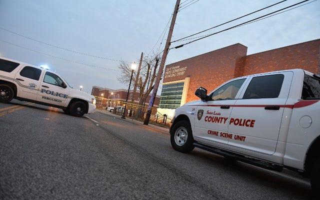 Il consiglio della contea di St. Louis approva la risoluzione che conferisce al dipartimento di polizia e all'unione un ultimatum: riforma della polizia o nessun nuovo contratto