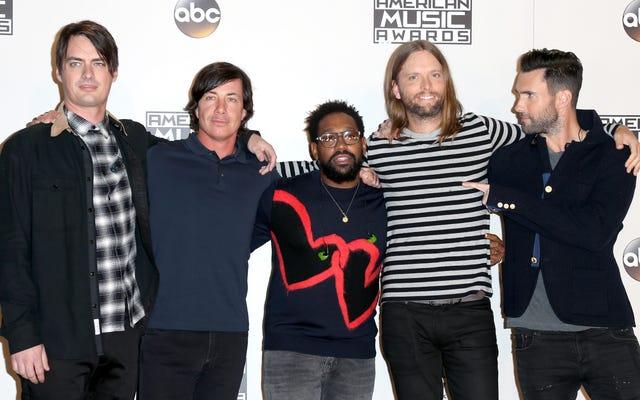 NFL sceglie Maroon 5 per il Super Bowl nella più grande scena musicale nera d'America perché ... ovviamente