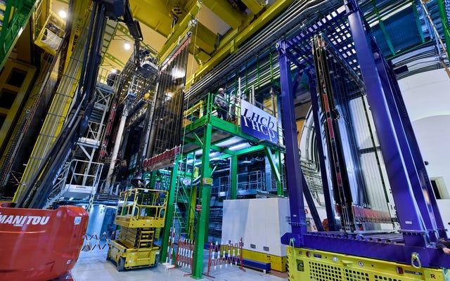 믿을 수없는 새로운 CERN 관측에 물리학 자들이 샴페인을 터뜨리는 이유
