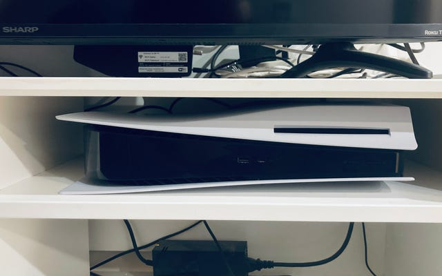 J'ai gardé ma PS5 `` à l'envers '' pendant des mois et elle n'a pas explosé