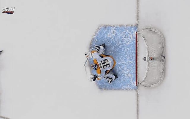 Elias Pettersson thực hiện một trò chơi khó chịu khác