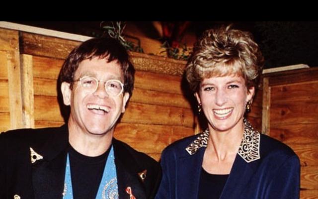 Elton John dice che una volta ha ospitato una cena in cui Sylvester Stallone e Richard Gere hanno litigato per la principessa Diana