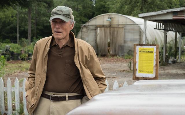 Clint Eastwood sort de sa retraite pour une dernière tournée de drogue à The Mule